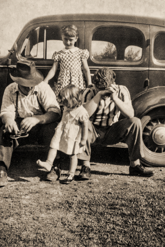 Family trip comes to a halt on account of a pebble. Oregon c.1942