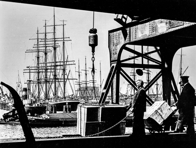 Activity at a German port (1933). Tall ships in port. Ship at the far right is possibly the Gorch Fock. Port is most likely Hamburg.
